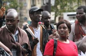 """foto 7: Demonstratie voor gelijke rechten van Alivsi """"Verscheidenheid van culturen is een rijkdom."""""""
